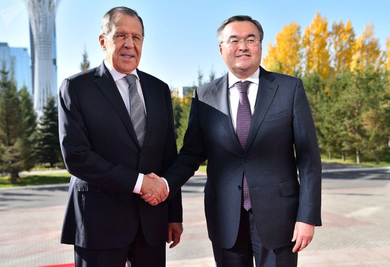 Министр иностранных дел России Сергей Лавров и его казахстанский коллега Мухтар Тлеуберди
