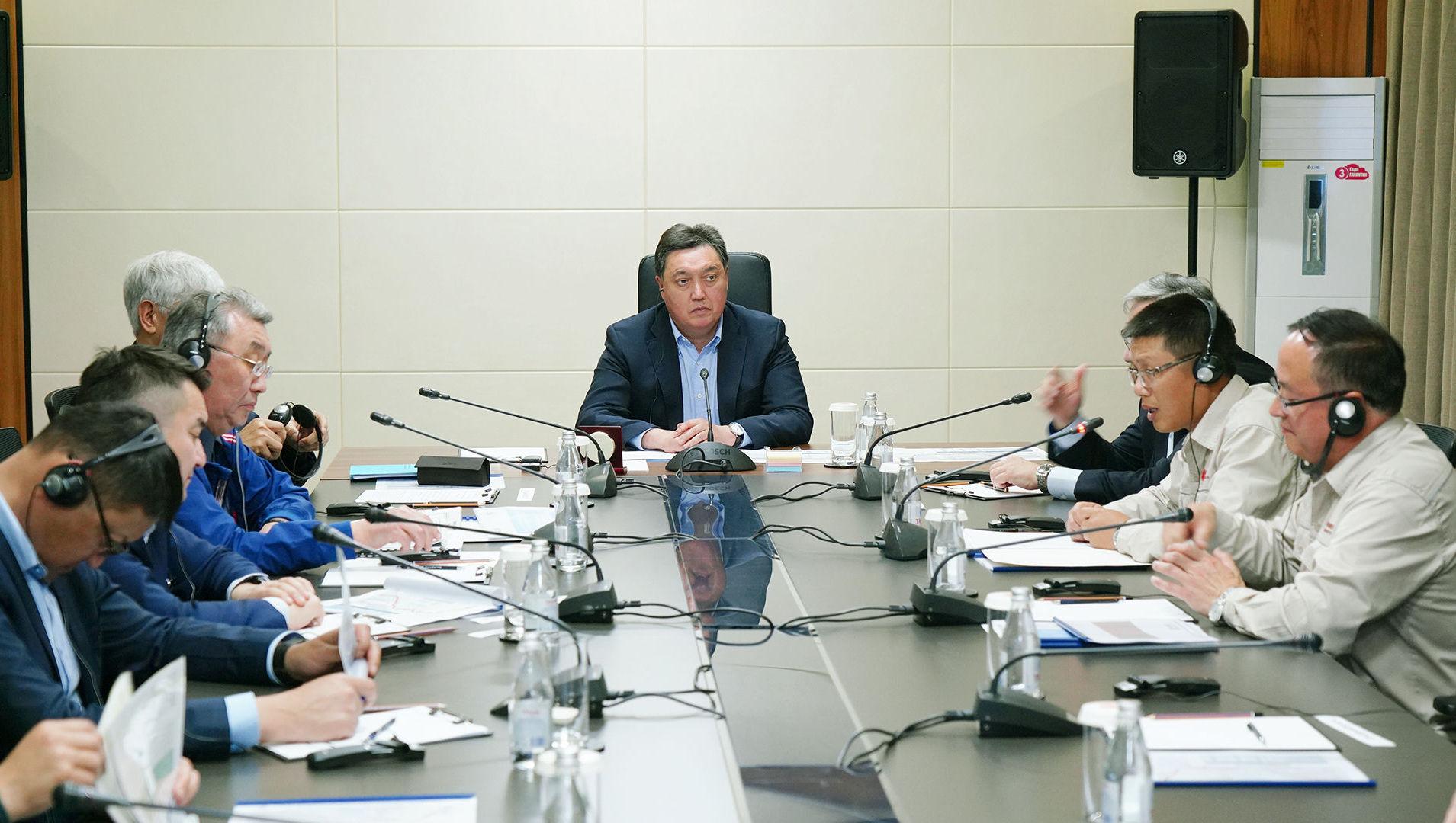 Премьер-министр Казахстана Аскар Мамин поручил ускорить завершение строительства автодорог в трех регионах