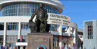 Токаев открыл памятник Абишу Кекилбаеву в Актау