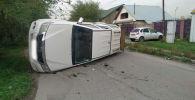 Toyota Hilux перевернулся в результате ДТП, пассажир вылетел из машины