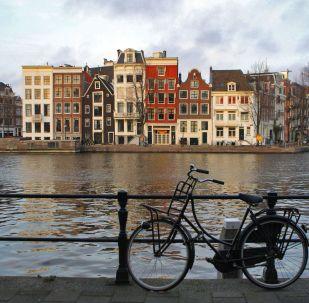 Вид на набережную в Амстердаме