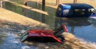 Кипяток затопил улицу в Алматы