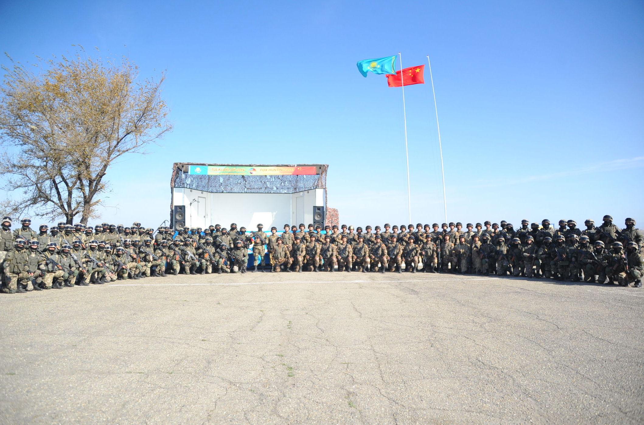 Спецподразделения Казахстана и Китая на совместной учебной антитеррористической операции по условной ликвидации незаконных вооруженных формирований