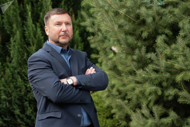 Руководитель соколиного центра Сункар Ашот Анзоров