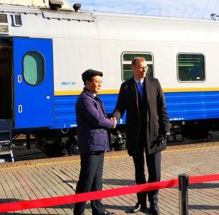 Генеральный директор АО Пассажирские перевозки Михаэль Кортюм и директор по производству ТОО Тулпар-Тальго Рамазан Тлеуленов (справа налево)