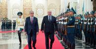 Президенты Казахстана Касым-Жомарт Токаев и Беларуси Александр Лукашенко