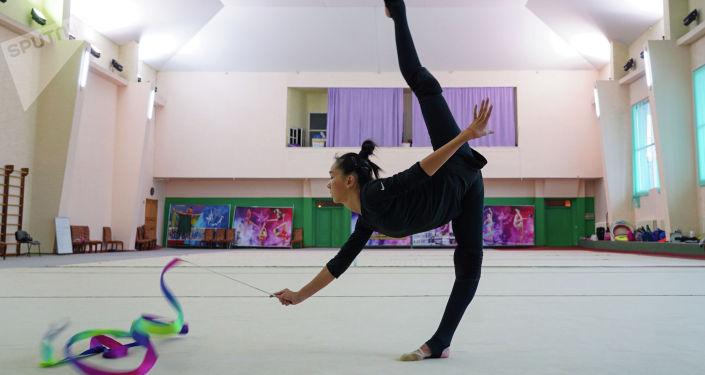 Гимнастка Адиля Тлекенова