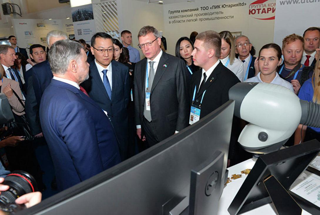 Участники форума на выставке высоких технологий в Омске
