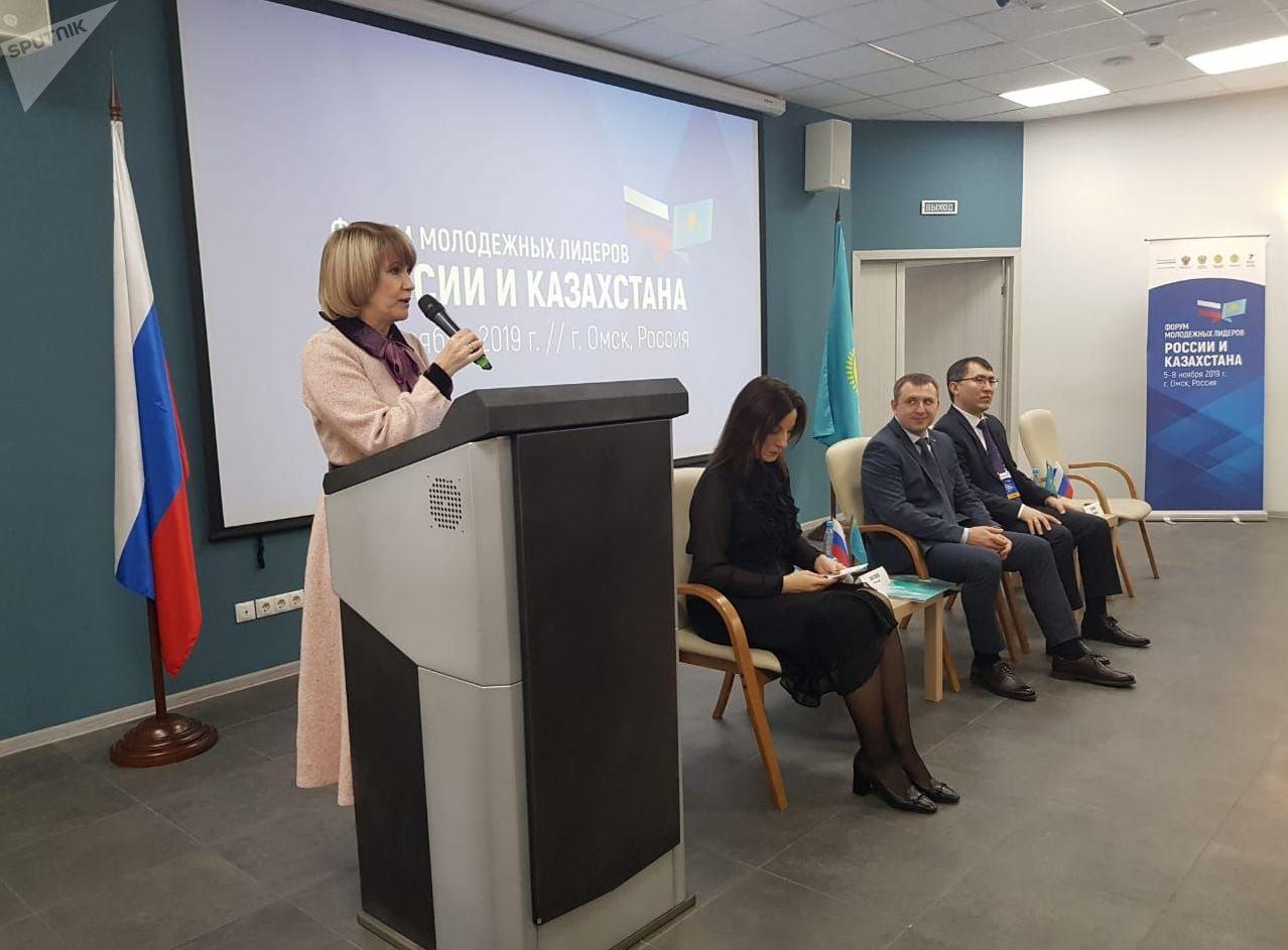 Министр образования и науки Омской области Татьяна Дернова открывает Форум молодежных лидеров России и Казахстана