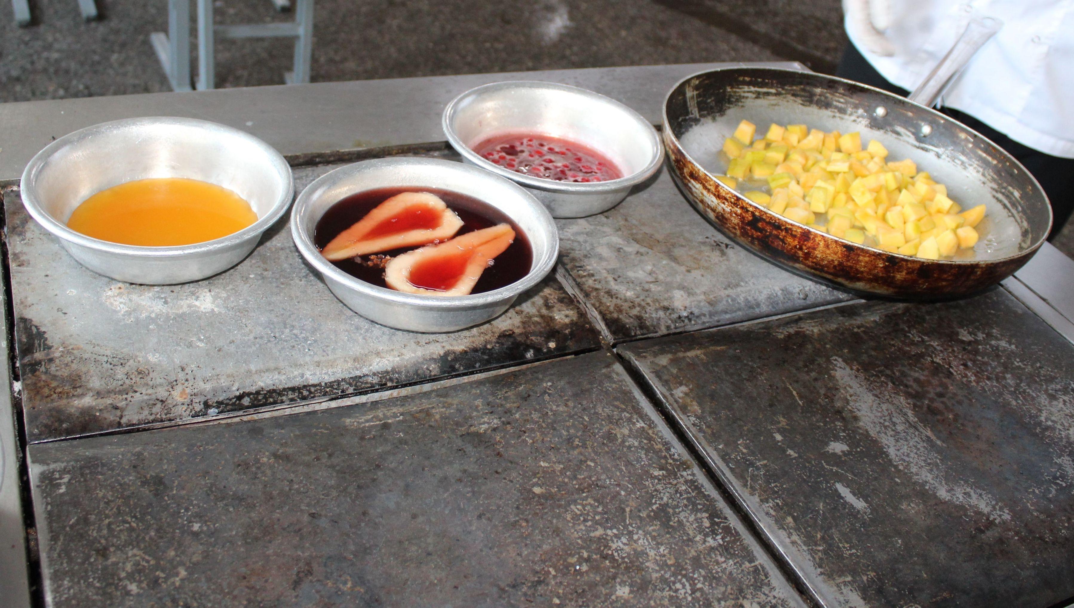 Ингредиенты для утиного филе в соусе из апельсинового сока с грушей