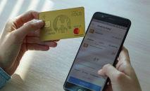 Kaspi bank картасы мен смартфон, иллюстративті фото