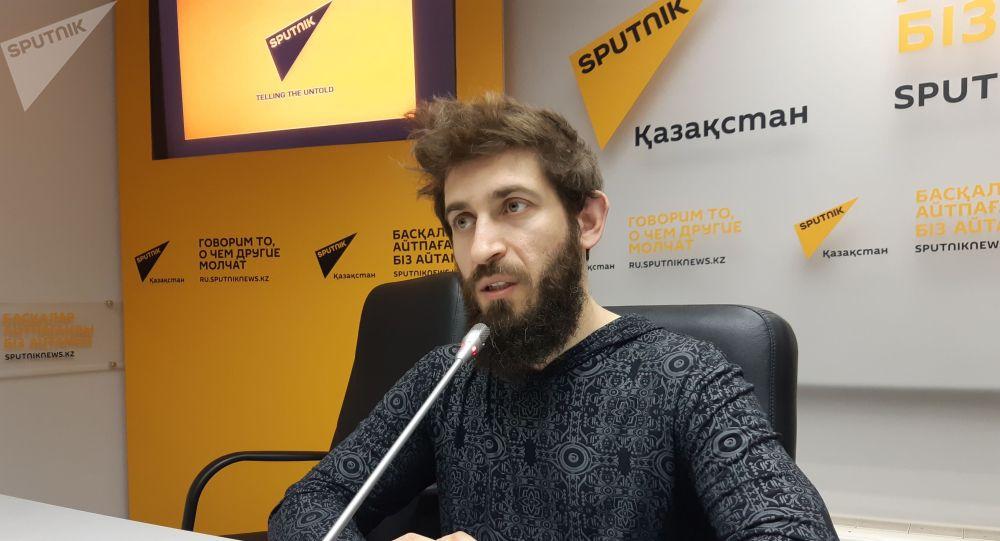 Председатель правления Кибер страна  Роман Поволоцкий на пресс-конференции AR и VR: как и где получить профессию будущего