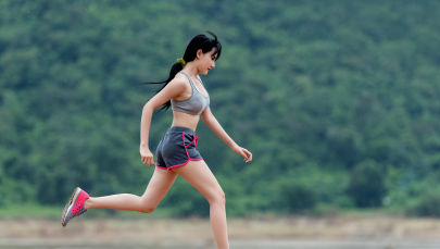 Пока холода еще не захватили столицу, можно позволить себе уличные пробежки, прежде чем тренировки придется перенести в спортивный клуб