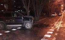 Авария с двумя внедорожниками на перекрестке Шевченко-Байзакова
