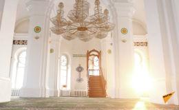Центральная двухминаретная мечеть Семея