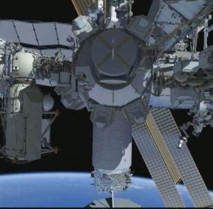 Выход астронавтов в открытый космос для ремонтных работ МКС