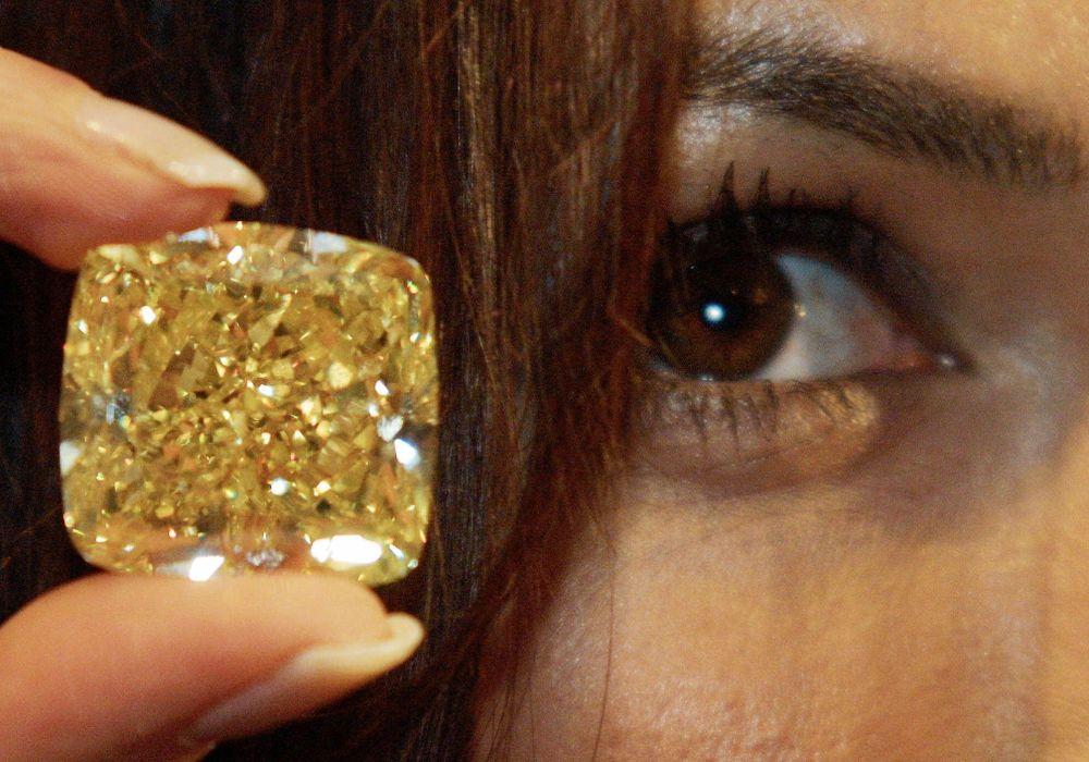 Ярко-жёлтый бриллиант от компании «Graff Diamonds» (Graff Vivid Yellow) – 16,3 миллиона долларов
