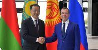 Премьер-министр РФ Дмитрий Медведев и премьер-министр Казахстана Бакытжан Сагинтаев, архивное фото