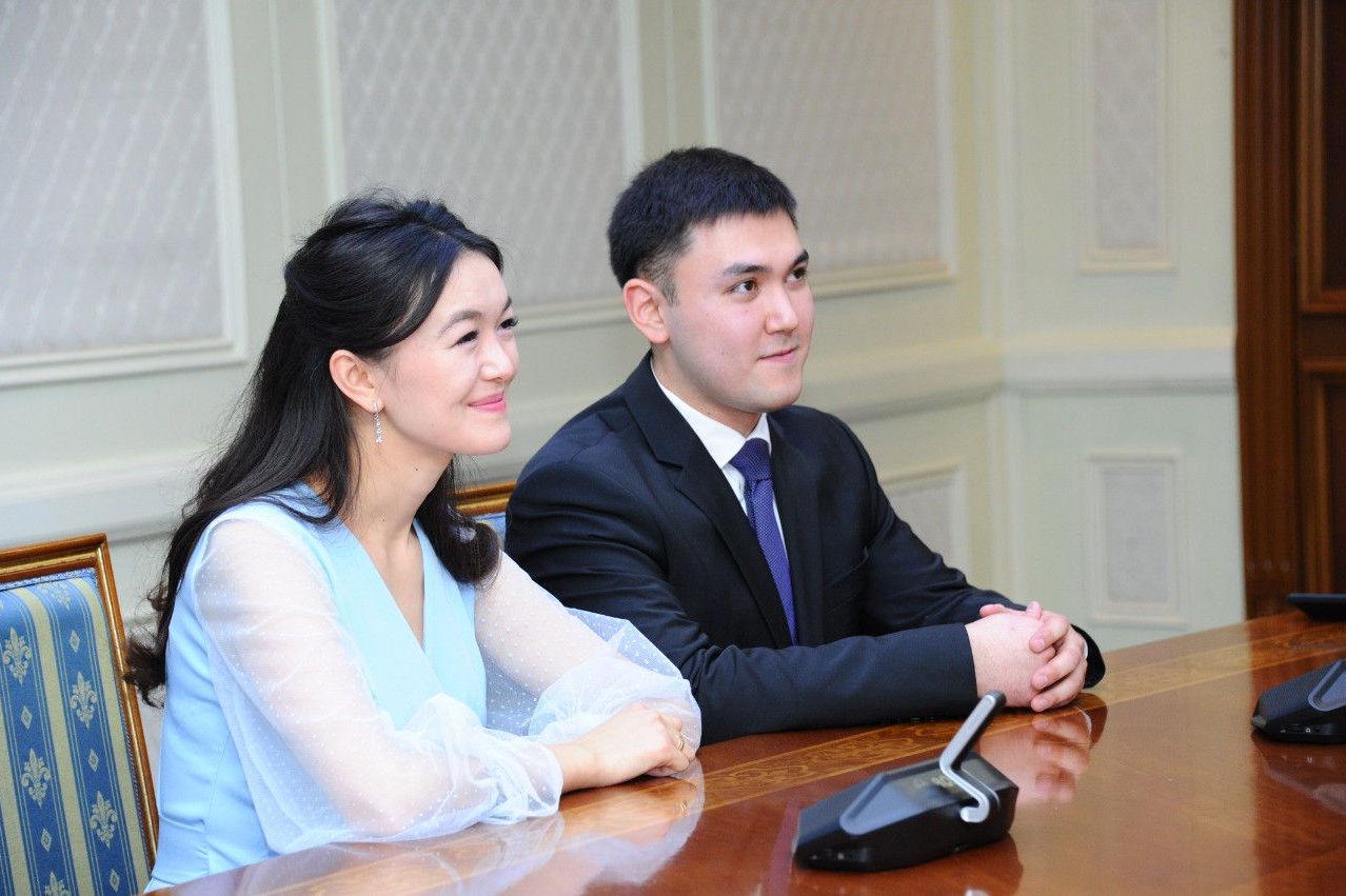Молодоженов из Астаны с бракосочетанием поздравил Глава государства