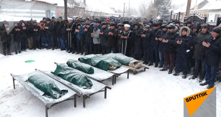 В Астане похоронили пятерых девочек, сгоревших в пожаре - видео