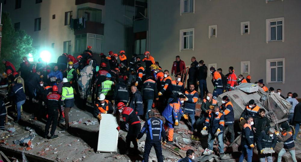 Здание обрушилось в Стамбуле 6 февраля 2019 года