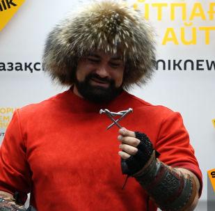 Невероятные трюки казахстанского силача-рекордсмена Сергея Цырульникова
