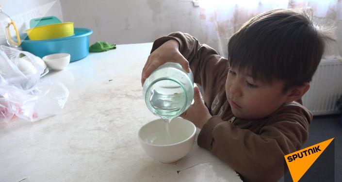Мать семерых детей живет во времянке в Астане – видео