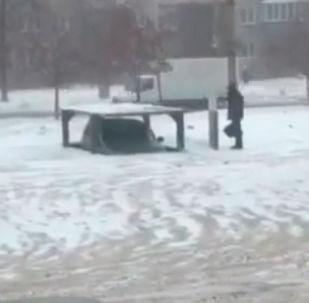 Необычное парковочное место - видео