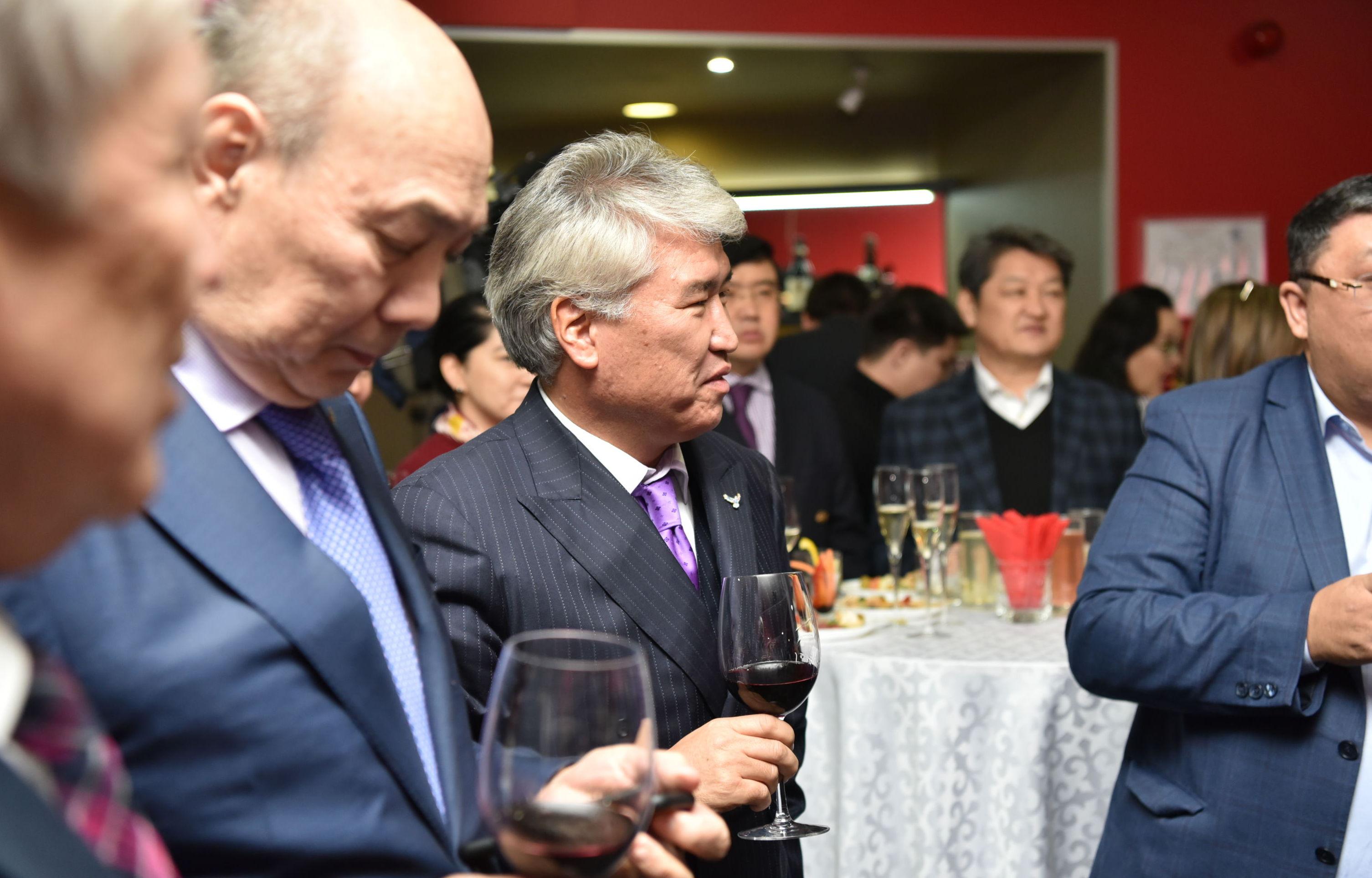 Министр культуры и спорта РК Арыстанбек Мухамедиулы на премьере фильма Айка в Астане