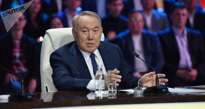 Нурсултан Назарбаев во время встречи с участниками второго этапа проекта 100 новых лиц Казахстана