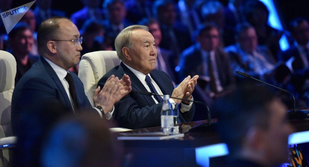 Нұрсұлтан Назарбаев 100 жаңа есім жеңімпаздарымен кездесуде