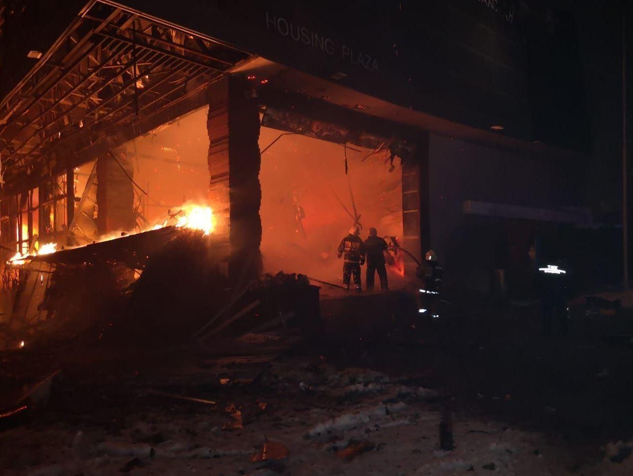 Крупный пожар произошел в здании шоу-рума Хайвилл Казахстан на левобережье Астаны
