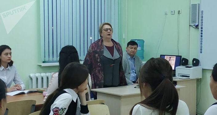 Главный хранитель московского Госмузея Пушкина Елена Усова провела открытый урок для школьников школы-гимназии №80 в Астане