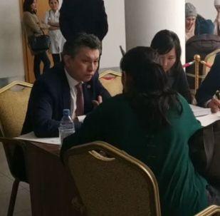 Астана әкімі көп балалы аналарды өзі қабылдап жатыр - видео