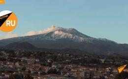 Проснувшийся вулкан Этна в Сицилии - видео