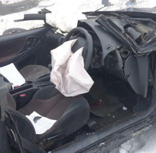 Алматы облысында Тойото бірнеше рет аударылып, жыраға түсіп кетті