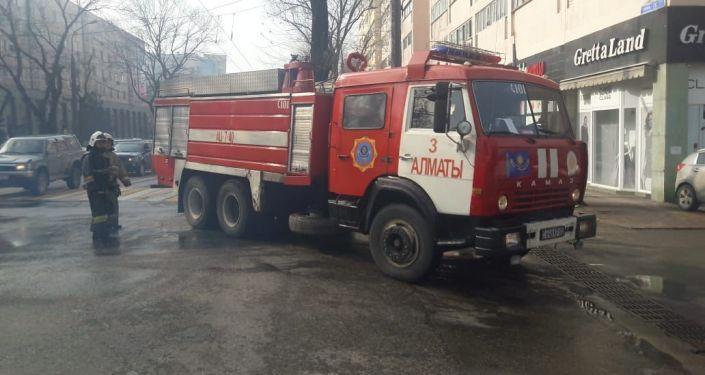 Пожар в многоквартирном доме в Медеуском районе по улице Гоголя