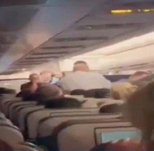 Рождение младенца на борту самолета  - видео