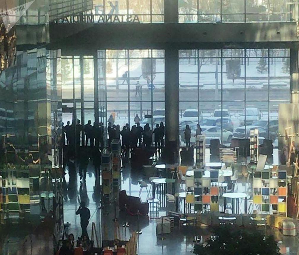 Люди в здании Казмедиацентра