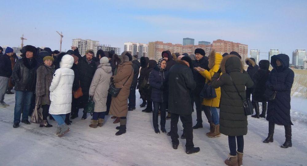Десятки дольщиков вышли в Астане с требованием возобновить стройку