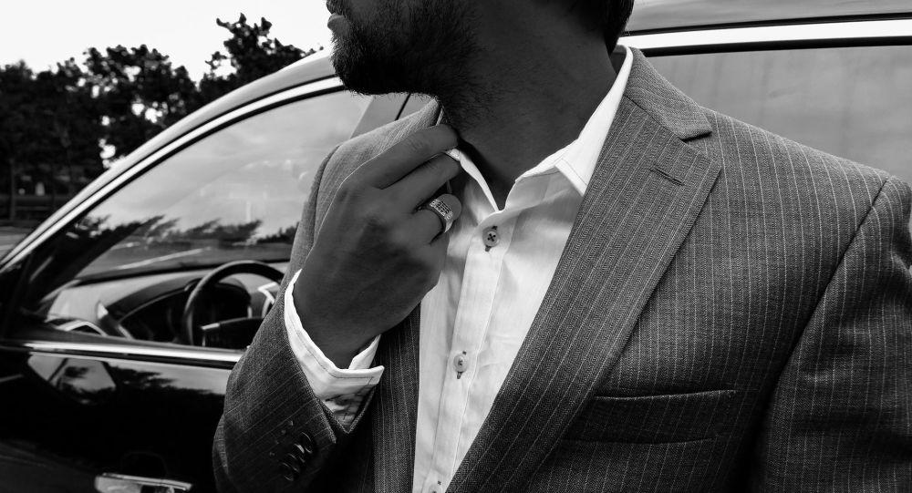 Мужчина в костюме, иллюстративное фото