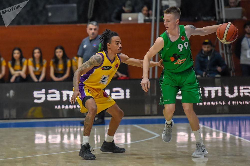 Баскетбольный матч между командами Урарту Виваро (Ереван, Армения) и Барсы (Атырау, Казахстан)