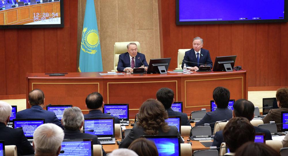 Назарбаев созвал совещание с министрами, партией Nur Otan и депутатами