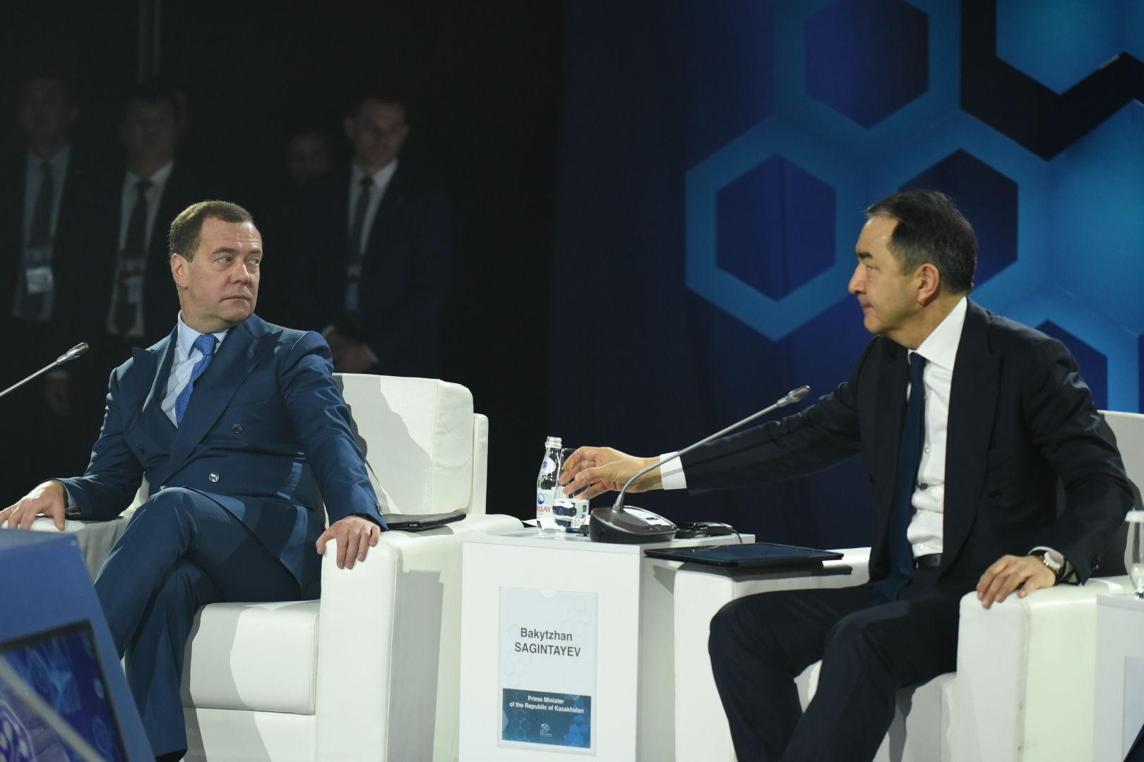 Премьер-министр Казахстана Бакытжан Сагинтаев и председатель правительства Российской Федерации Дмитрий Медведев