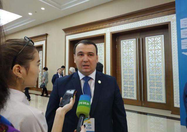 Секретарь партии Нур Отан Илья Теренченко