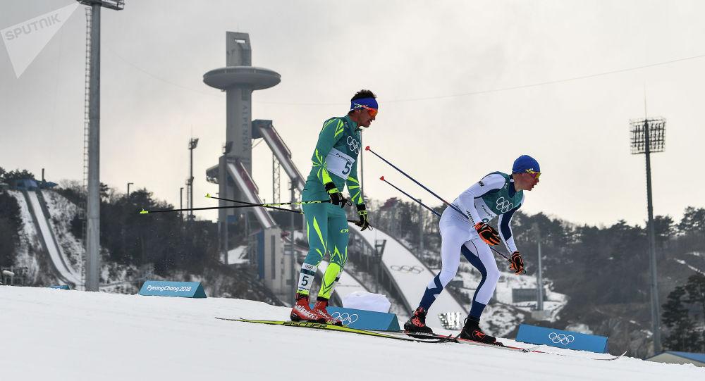 Алексей Полторанин (слева)