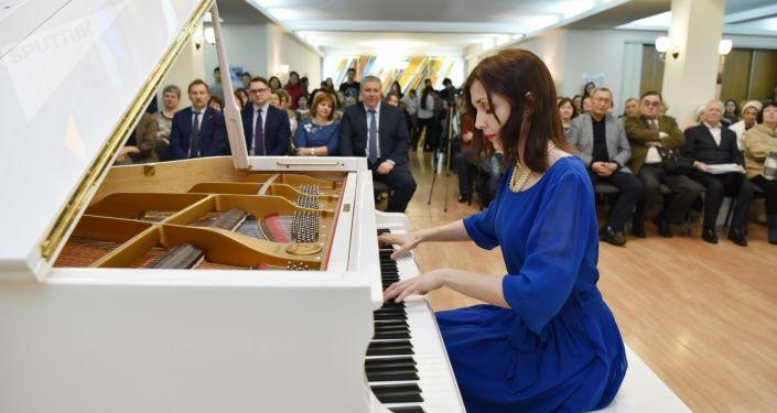 Известная пианистка, лауреат международных конкурсов Любовь Глинка