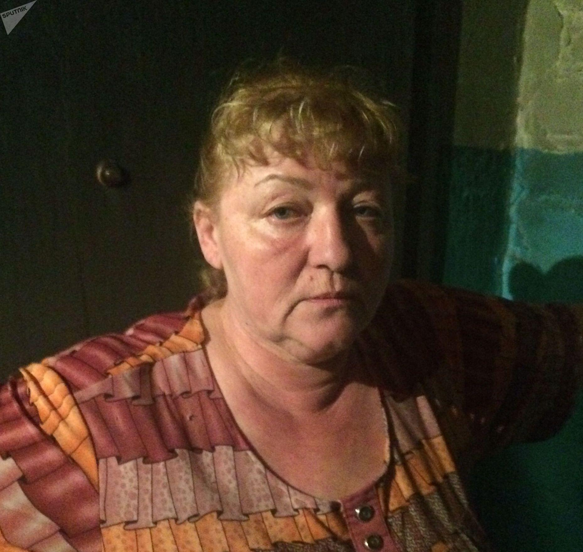 Соседка Светлана Никитина рассказывает о произошедшем: Когда взорвалось, было очень страшно. - Все заволокло едким черным дымом с неприятным, удушливым запахом