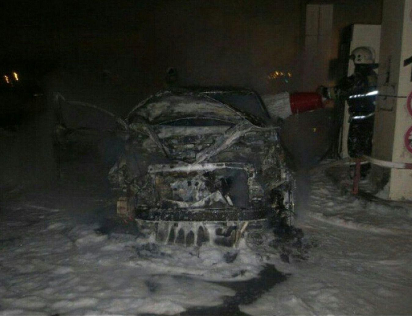 Автомобиль сгорел дотла на АЗС