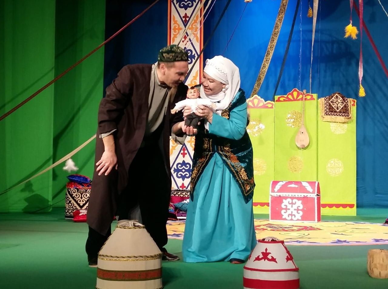 Арқалық қазақ жасөспірімдер театрының әртістері